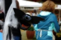 Recycled-can-halloween-craft-bat1-520x348