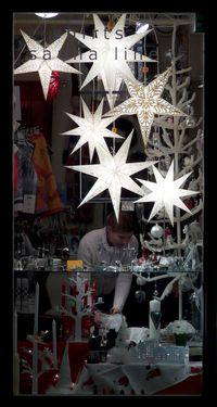 Holiday window shopping by Toni Kaarttinen flickr